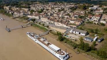 La gestion des deux embarcadères de Bourg
